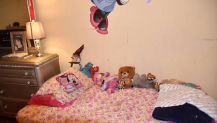 Полицейские показали фото спальни девочки, от которого при ближайшем рассмотрении бросает в дрожь