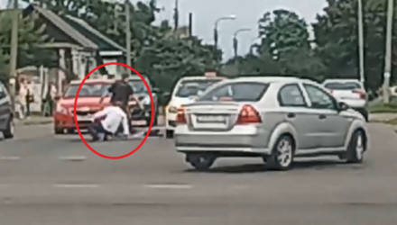 Драка пассажира и таксиста в Гомеле попала на видео