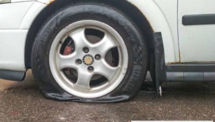 Белорус добился компенсации за пробитое в яме колесо. Денег хватило?