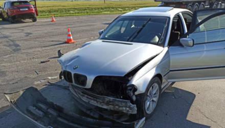 В Житковичском районе BMW пошёл на обгон на перекрёстке. Женщина-пассажир оказалась в реанимации