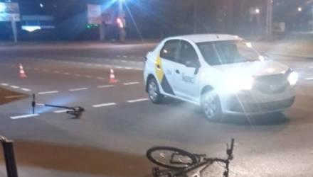 Снова инцидент с Яндекс.Такси в Гомеле: водитель сбил велосипедиста и самокатчика на ПП