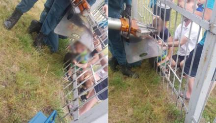В Гомеле 3-летний малыш застрял в заборе стадиона: его извлекли спасатели