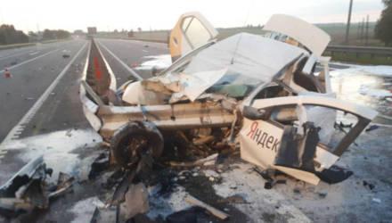 Пьяный белорус угнал с АЗС машину Яндекс.Такси и разбился насмерть