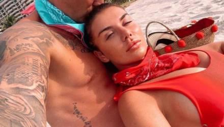 Седокова надела тесный купальник, который наглядно показал, за что её так любит молодой бойфренд