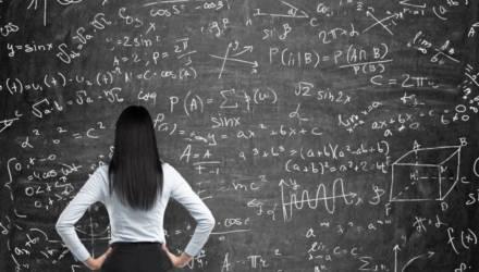 На ЦТ по математике 100 баллов набрали 30 абитуриентов