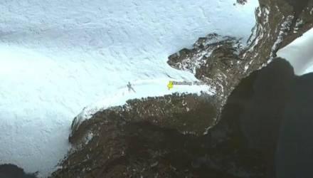 На картах Google нашли огромный силуэт пришельца, который пробирался через снежные горы Антарктиды