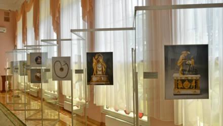 В южной галерее гомельского дворца открылась фотовыставка часов