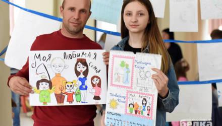 В Гомеле дети заводчан нарисовали лето и попали в корпоративный календарь