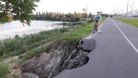Велоактивисты заявили, что дорожку на Восточном обходе в Гомеле как размывало, так и размывает