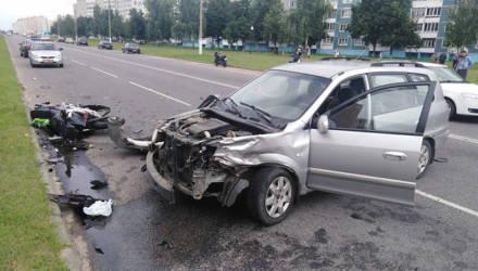 В Рогачёве «Киа Каренс» сбила мотоциклиста