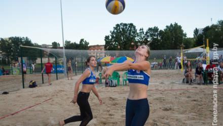 В Гомеле проходит 1-й тур чемпионата Беларуси по пляжному волейболу