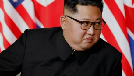 СМИ: Ким Чен Ын взорвал офис в Кэсоне из-за порнолистков с женой