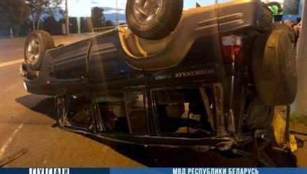 В Гомеле перевернулась машина – пострадал подросток-пассажир