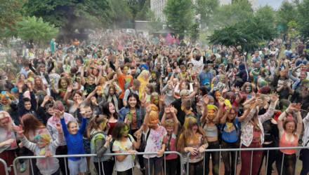 Краски - в руки: фестиваль ColorFest прошёл в Гомеле