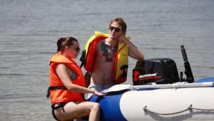 Нет спасательных жилетов - Гомельская транспортная прокуратура проверила лодочников