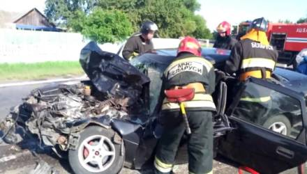 Спасатели показали на видео, как извлекали водителя Opel после столкновения с МАЗом в Калинковичском районе