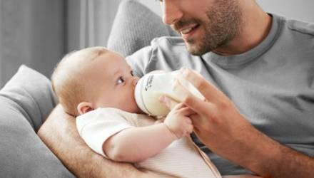 Папа придумал необычный способ покормить ребёнка, пока мамы не было дома. Только взгляните