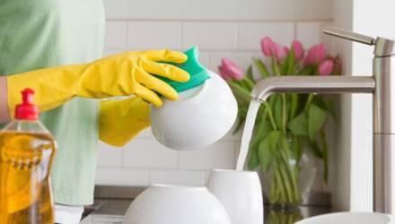 7 полезных свойств жидкости для мытья посуды, о которых вы даже не догадывались
