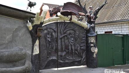 В частном секторе Гомеля появились сказочные ворота