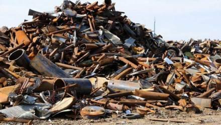Задержана банда металлоломщиков: залезли на гомельский поезд и скинули 1,7 тонны