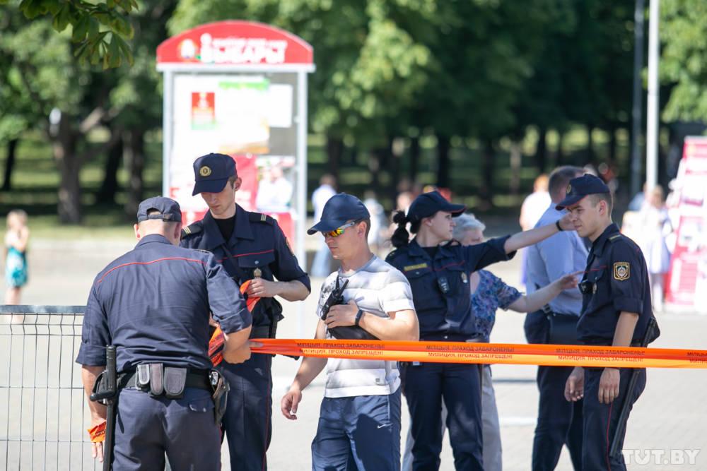 В Минске в Киевском сквере срочно выставили оцепление из милиции, появились автозаки. Сюда планирует прийти Тихановская