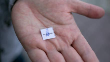 Фотофакт. Российские пограничники стали выдавать микропропуска своим гражданам для въезда в Беларусь