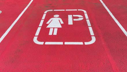 ГИБДД потребовала ликвидировать первую в России женскую парковку