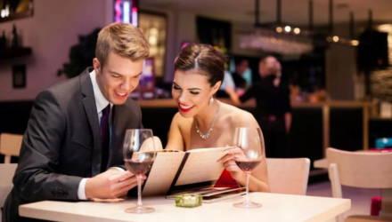 Гомельчане постепенно возвращаются в кафе и рестораны, однако по-прежнему избегают поездок в общественном транспорте