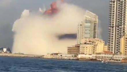 Мощнейший взрыв прогремел в порту Бейрута: люди в крови, некоторые районы – как после бомбёжки