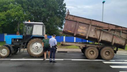 Новость: на Гомельщине работники сливают солярку с сельхозтехники сотнями литров