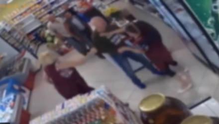 В мозырском магазине мужчина избил женщин-продавцов
