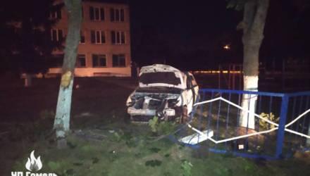 На Гомельщине пьяная компания на Яндекс.Такси протаранила два забора и врезалась в столб