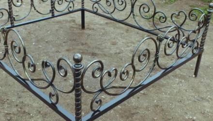Ничего святого. В Речицком районе женщина продала чужую оградку с могилы