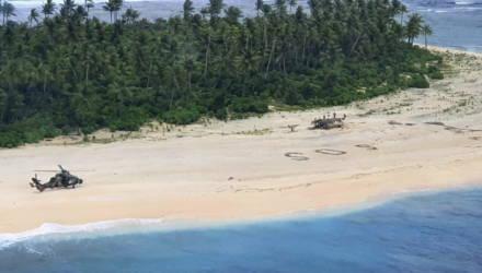 Трое мужчин спаслись с необитаемого острова в Тихом океане благодаря огромной надписи SOS на песке
