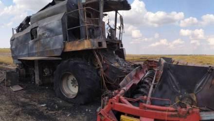 В Гомельском районе сгорел комбайн