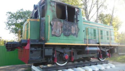 Горел тепловоз, установленный на вокзале в Светлогорске