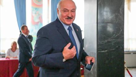 """Лукашенко — о безопасности на выборах, """"вонючем Западе"""", Путине, """"сидельцах"""" и """"бабле"""""""