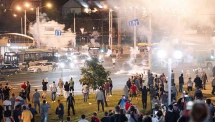 В Минске протестующий пытался бросить в сторону правоохранителей взрывпакет и подорвался сам