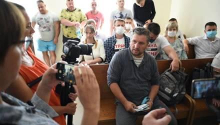 10 суток за неповиновение милиции. Как в Хойниках судили блогера-тракториста Евгения Василькова