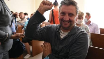 Вышел — и обалдел. Как дела у хойникского блогера-тракториста, которого перед выборами отправили на «сутки»