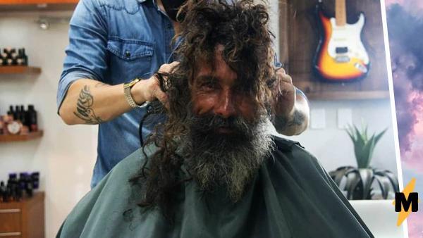 Бездомный постригся и не узнал себя в зеркале. Зато за него это сделали родные, скорбевшие по нему десять лет
