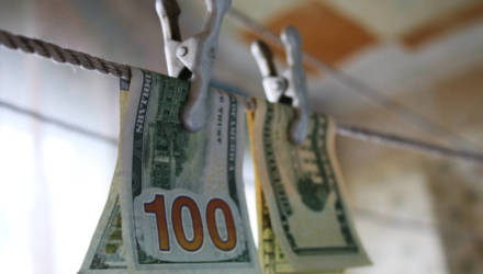 Белоруска нашла у банка 100 долларов и сообщила в милицию. Продолжение, скорее всего, вас удивит