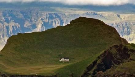 """Какую тайну хранит """"самый одинокий дом в мире"""", затерянный среди Атлантического океана"""