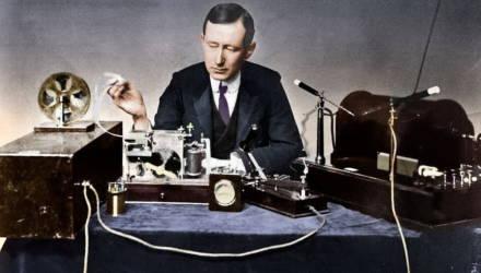 Помехи в прямом эфире: как в 1900-х годах фокусник публично унизил создателя радиосвязи и помог развитию её безопасности