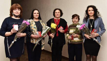Пять жительниц Советского района Гомеля награждены орденами Матери
