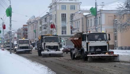 На борьбу со снегом гомельские коммунальники вышли в три часа ночи