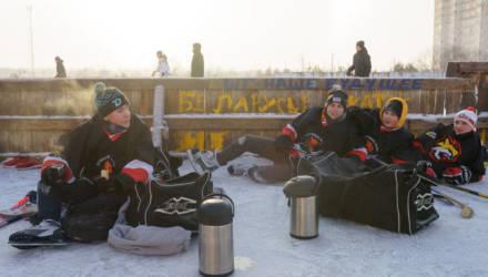 Как 40 лет назад. В Гомеле в -20°C организовали первый дворовый турнир по хоккею