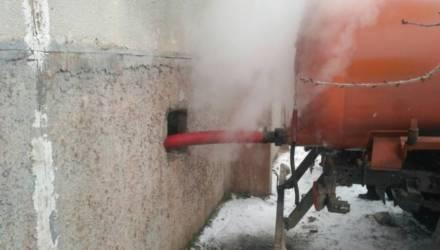 Из-за порыва трубопровода в Гомеле пять многоэтажек на 684 семьи в мороз остались без отопления
