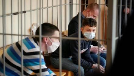 В Гомеле за «коктейли Молотова» на августовской акции судят троих. Одному из обвиняемых 16 лет