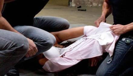 На Гомельщине трое мужчин изнасиловали школьницу